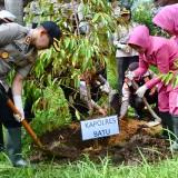 Antisipasi Bencana dan Peduli Penghijuan, Polres Batu Tanam 2 Ribu Pohon