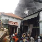 Gudang Mainan di Jombang Terbakar, Api Sulit Padam