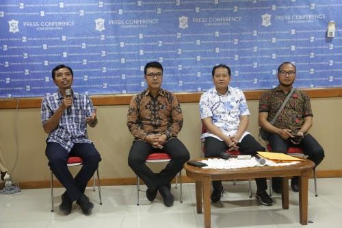 Konferensi pers yang digelar Humas Pemkot Surabaya.
