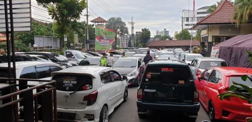 Puluhan mobil peserta balap liar  yang diamankan di Mapolresta Malang Kota (ist)