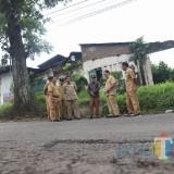 Pantau Jalan Rusak di Cemorokandang, Sutiaji Bakal Kolaborasi dengan Pemkab Malang