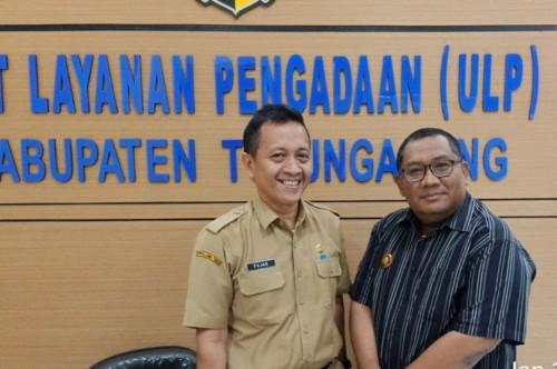 Tokoh Pengusaha Eko Puguh saat di ULP Kabupaten Tulungagung / Foto : Istimewa / Tulungagung TIMES