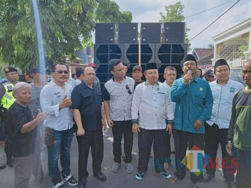 Henry Pradipta Anwar (4 dari kiri) bersama petinggi parpol dan petinggi serta tokoh PKB Kota Blitar.(Foto : Aunur Rofiq/BlitarTIMES)