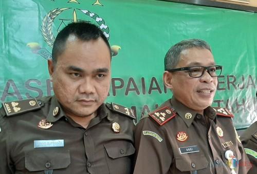 Kasi Pidum, Ujang Supriyadi (kiri) dan Kajari Kota Malang, Andi Dharmawangsa (Anggara Sudiongko/MalangTIMES)