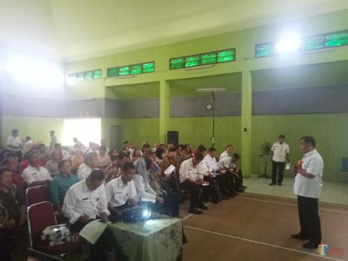 Kepala DPUPRPKP Kota Malang, Hadi Santoso saat melakukan paparan proyek kegiatan di Kecamatan Sukun (Anggara Sudiongko/MalangTIMES)