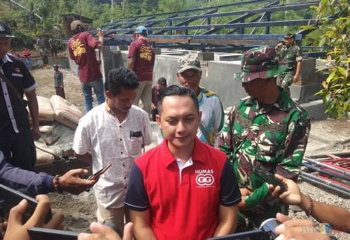 Public Relation Manager PT Gudang Garam Tbk Kediri Iwhan Tri Cahyono saat memberikan keterangan kepada awak media. (eko Arif s /JatimTimes)