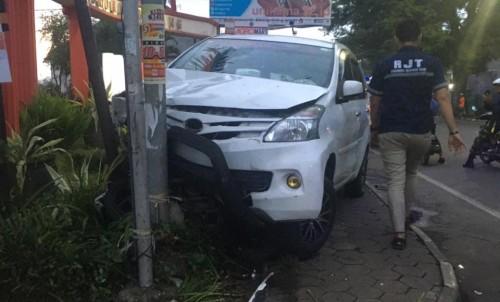 Kurang Hati-Hati Pindah Jalur, Pengendara Asal Kabupaten Malang Tewas Tertabrak Minibus di Depan Unikama