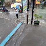Tujuh Rumah Terendam di Jalan Semeru Kota Batu Gara-Gara Air Saluran Meluap
