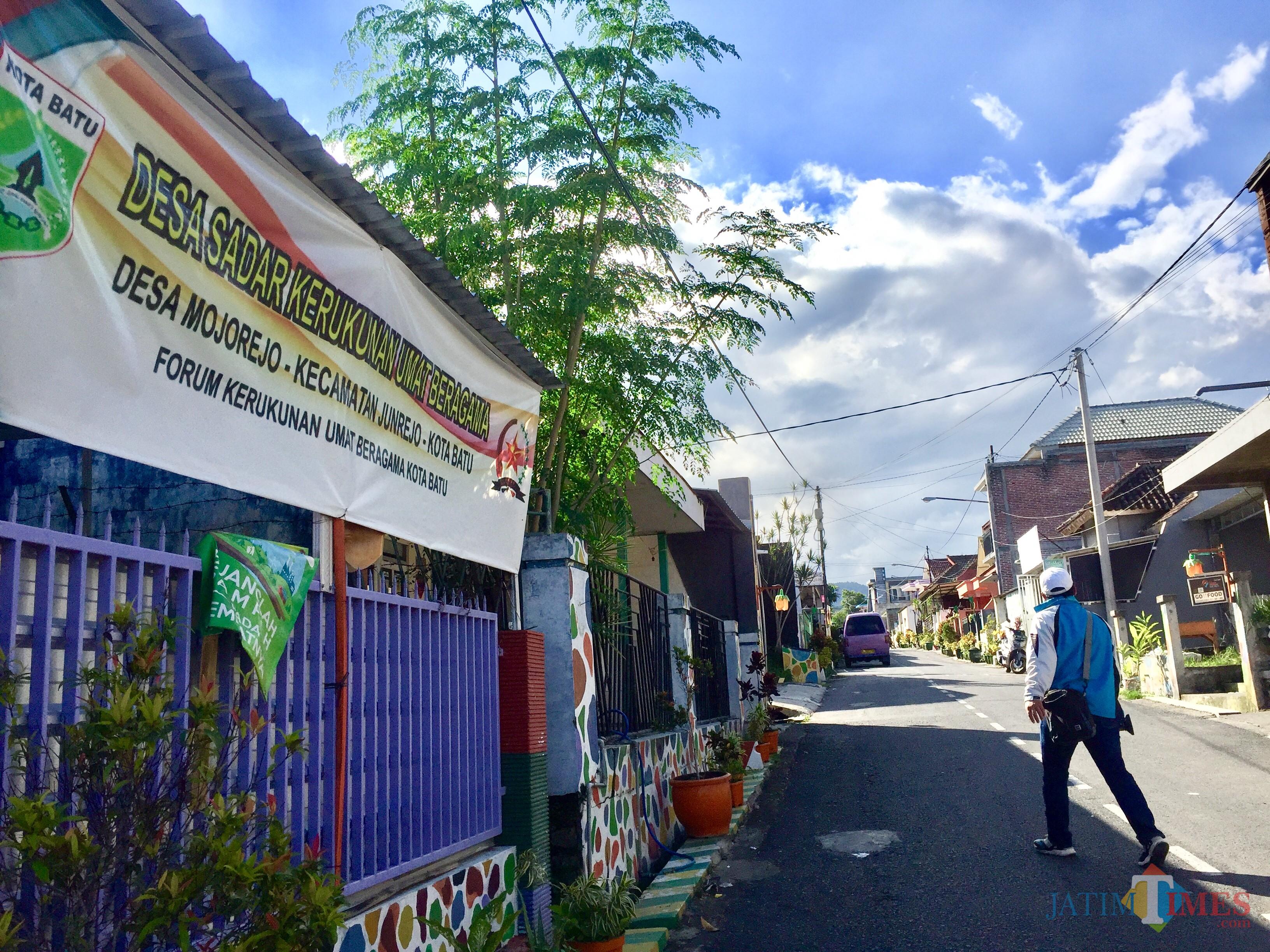 Masjid Dan Gereja Bisa Berdampingan Warga Jakarta Acungi Jempol