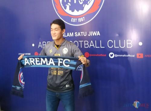 Gelandang asing asal Asia milik Arema FC, Oh In-Kyun (Hendra Saputra)