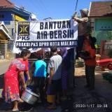 Peduli Krisis Air, Fraksi PKS DPRD Kota Malang Kirim Tangki Air ke Warga Terdampak