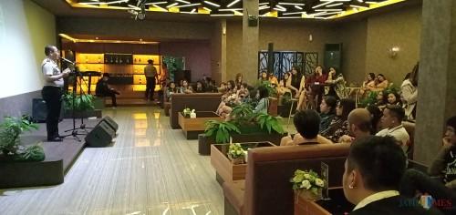 Kasat Binmas Polresta Malang Kota, Kompol Pujiono saat melakukan penyuluhan agar lokasi karaoke tidak dijadikan lokasi dalam penyalahgunaan narkoba maupun hal negatif lainnya (Anggara Sudiongko/MalangTIMES)