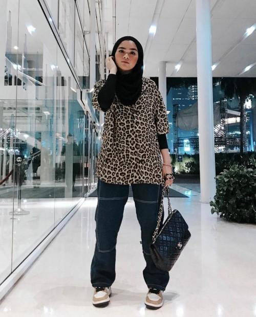 Tampil Beda dengan Outfit Fashion Berhijab Animal Print, Tampilanmu Makin Kece Lho