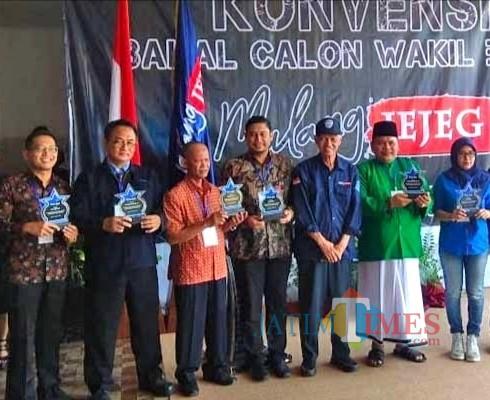 HM Yahya Arif (2 dari kanan) saat mengikuti konvensi balon Wabup jalur independen (dd nana)
