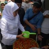 Gubernur Khofifah Tegas Minta Polda Turun Tangan Telusuri Kelangkaan Gula