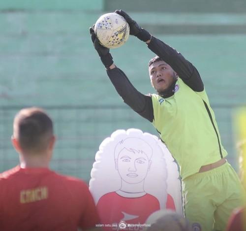 Utam Rusdiana saat mendapatkan materi latihan dari Felipe Americo (official Arema FC)