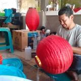 Jelang Perayaan Imlek, Pengrajin Lampion Laris Manis