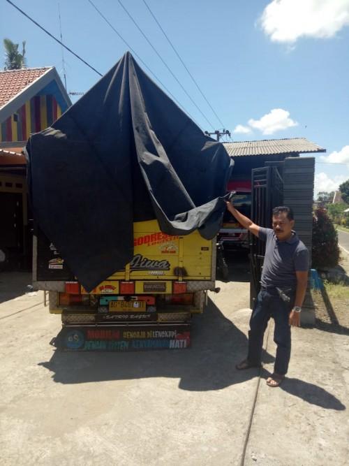 Truk milik Eka Aris yang ditinggalkan pencuri di pinggir jalan