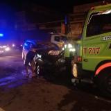 Mobil Xenia Tabrak Tronton di Jombang, 2 Meninggal 7 Luka-Luka