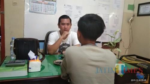 Plt Kabid Penegakan Perda dan Perbup Satpol PP Tulungagung Artista Nindya Putra. (baju putih) (Joko Pramono for Jatim Times)