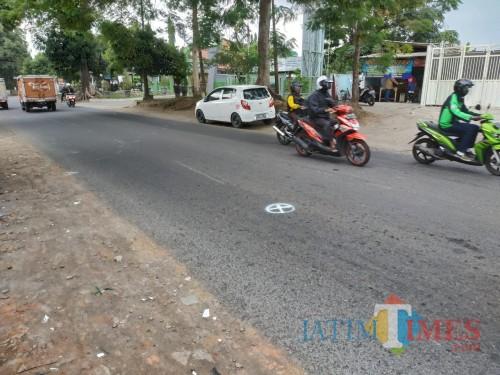 Tempat kejadian pertama mobil patroli Polsek Kedungkandang menabrak kendaraan warga sipil. (Hendra Saputra)