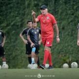 Gomez Berlakukan Denda bagi Pemain Arema yang Telat Latihan