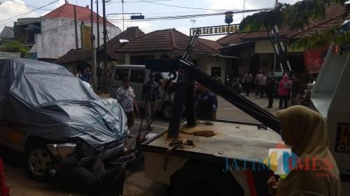 Mobil Patroli Polisi Blong, Tabrak Sejumlah Pengendara hingga Terseret
