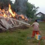 Gara-Gara Anak Bermain Mercon, Pabrik Gula di Rejotangan Terbakar