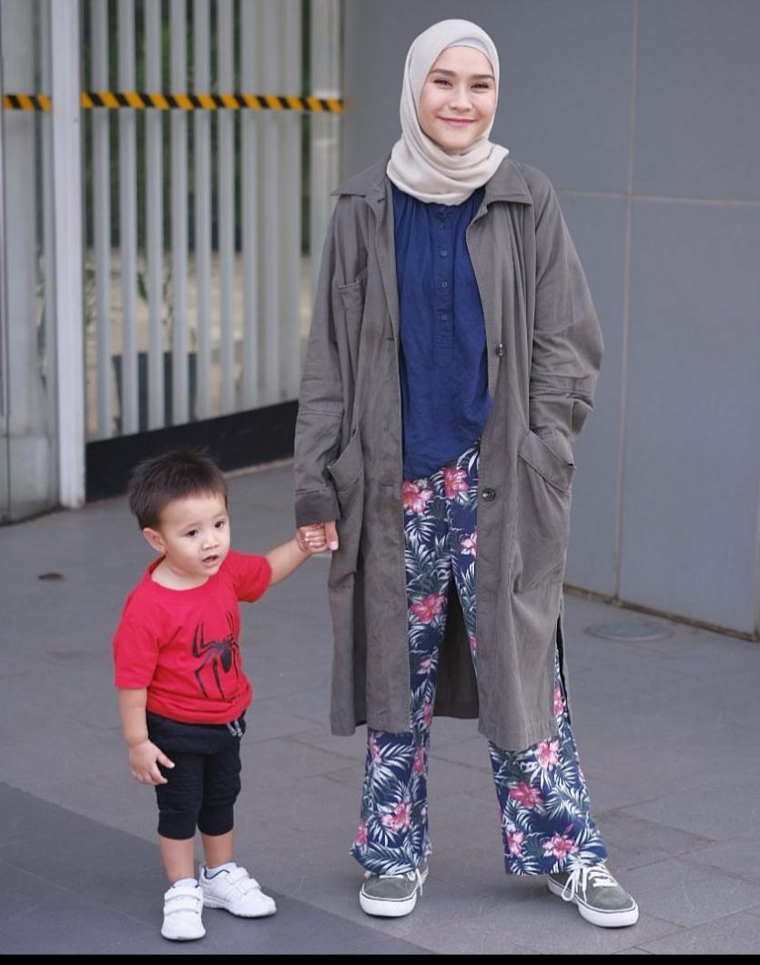 Biar Nggak Monoton Makin Stylish Ganti Outfit Celana Polos Dengan Bermotif Jatim Times