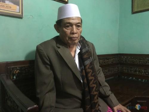 H Mustafid Abdurrahman selaku pengelola sekaligus pengasuh yayasan LKSA Darul Aitam, saat ditanya terkait tuntutan jaksa pembunuh begal (Foto : Ashaq Lupito / MalangTIMES)
