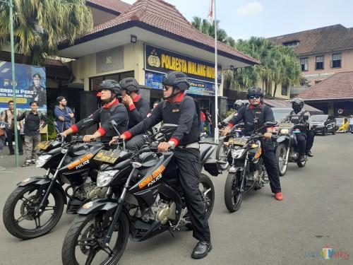 Tim Singo Arema Police Polresta Malang Kota saat akan melakukan patroli keliling wilayah Kota Malang. (Arifina Cahyanti Firdausi/MalangTIMES)