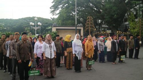 Kompaknya para ASN Pemkot Malang kenakan baju adat khas Jawa (Foto: Humas Pemkot Malang