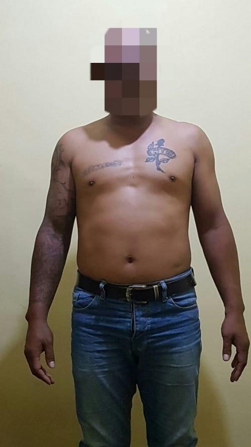 Tersangka Nanang Siswanto alias Jinang saat diamankan polisi karena kasus penganiayaan terhadap pemandu karaoke