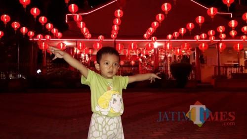 Ratusan Lampion Imlek di Klentheng Tulungagung jadi Spot Foto Warga