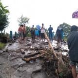 Diterjang Banjir Bandang, Dua Orang Mengalami Luka