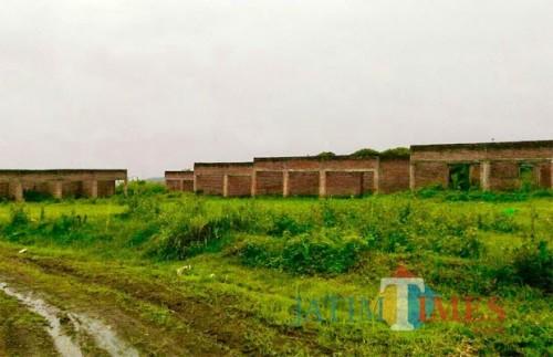 Eks pasar Junrejo yang mangkrak di Desa Junrejo, Kecamatan Junrejo. (Foto: Irsya Richa/MalangTIMES)