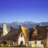 Ramah Lingkungan, Kastil Unik Ini Pakai Bahan-Bahan Bangunan Organik