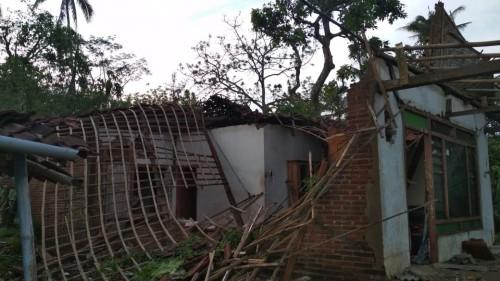 Angin Kencang  Amuk Blitar Selatan Rusak 53 Rumah