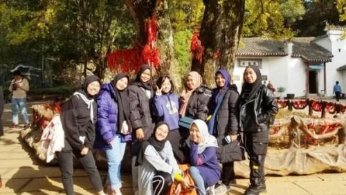 Para mahasiswa UNESA di Wuhan