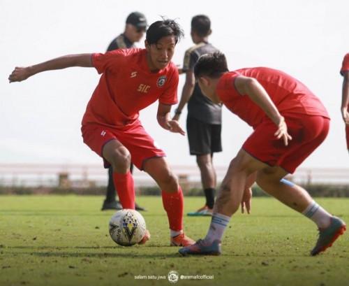 Syaiful Indra (kiri) saat menjalani latihan di Kota Batu (official Arema FC)