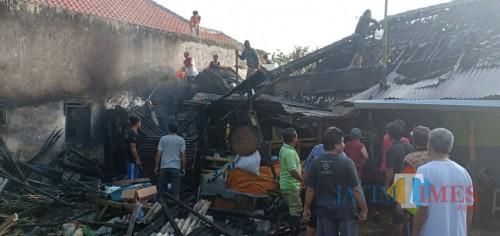 Kondisi rumah korban kebakaran sesaat setelah api baru saja dipadamkan. (Foto : Polsek Pakisaji for MalangTIMES)