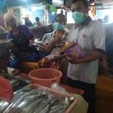 Cegah Virus Corona, PD Pasar Surya Bagikan Masker dan Kaos Tangan
