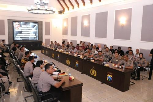 Kunjungan studi banding Polresta Malang Kota ke Polrestabes Surabaya dalam upaya peningkatan predikat WBBM. (ist)