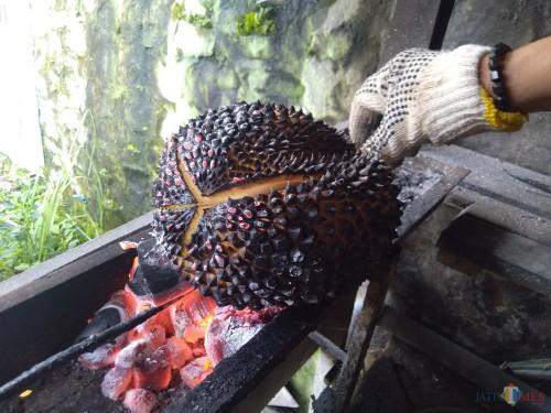 Durian Bakar khas pegunungan Wonosalam Jombang. (Foto: Adi Rosul/JombangTIMES)
