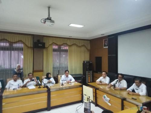 Direksi RSSA Malang kala melakukan konferensi pers mengenai pasien suspect virus Corona yang dirawat di RSSA (Anggara Sudiongko/MalangTIMES)