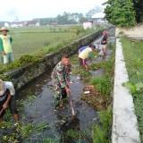 Cegah Banjir, Warga Pakunden dan Babinsa Kerja Bakti Bersihkan Kali Miri