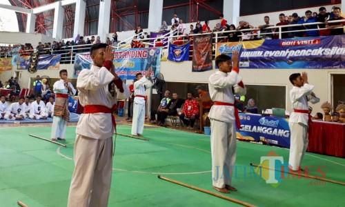 Beberapa atlet adu kemampuan pencak silat di Batu Championship 1 di GOR Gajah Mada, Kelurahan Sisir, Kecamatan Batu, Jumat (31/1/2020). (Foto: Irsya Richa/MalangTIMES)