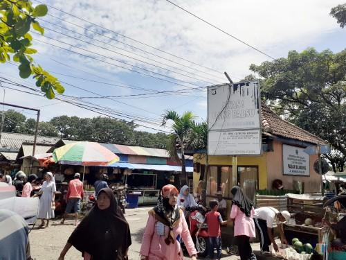 Aktivitas lalu lalang di Pasar Blimbing Kota Malang yang urung direvitalisasi (Arifina Cahyanti Firdausi/MalangTIMES)