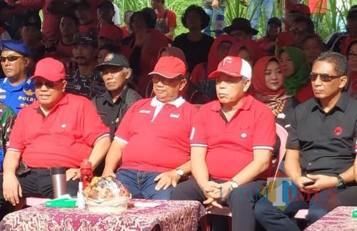 Kusnadi (dua dari kanan) bersama Santoso, Rijanto, dan Marhaenis.(Foto : Team BlitarTIMES)