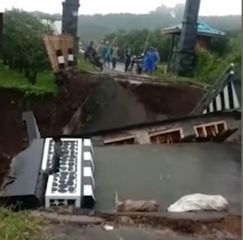 Jembatan Dau setelah ambrol. (dok MalangTimes)